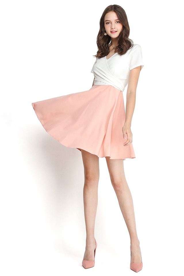 Day Tripper Dress In White Pink