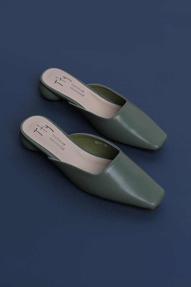 Alicia Slip On Mules In Hunter Green