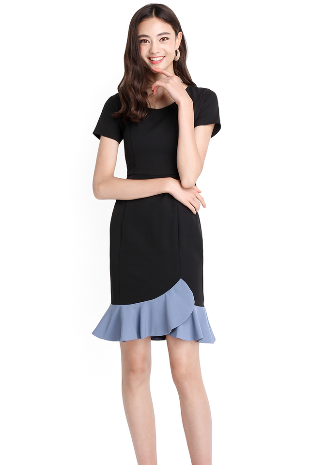 Classy Outlook Dress In Black Sky