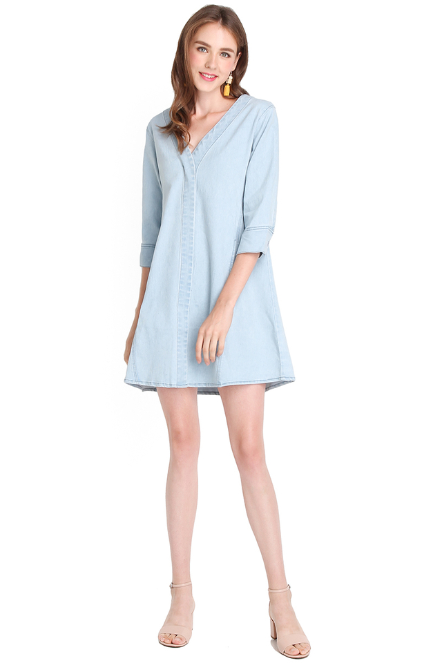 Happy Go Lucky Dress In Light Wash