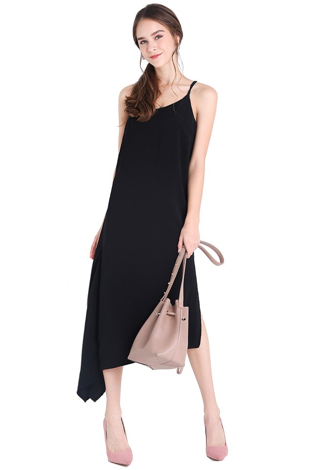 Noteworthy Trend Dress In Classic Black