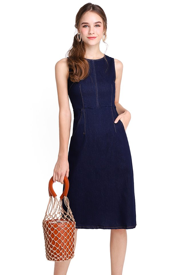 Stylish Silhouette Dress In Dark Wash