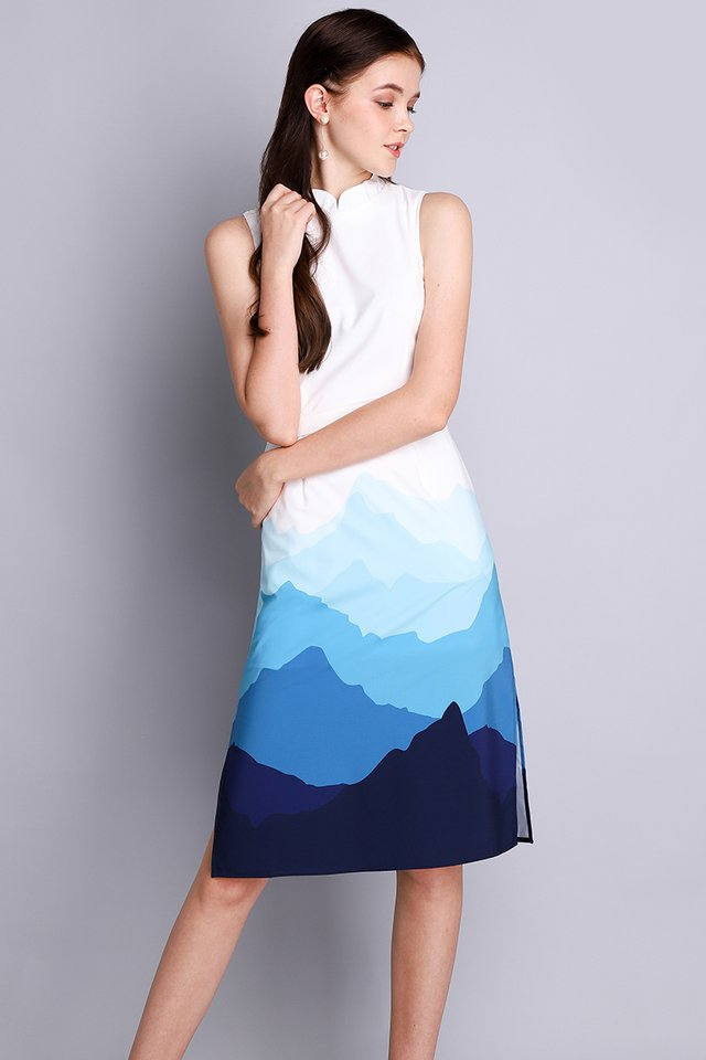 Sound Of The Mountain Dress In White Navy