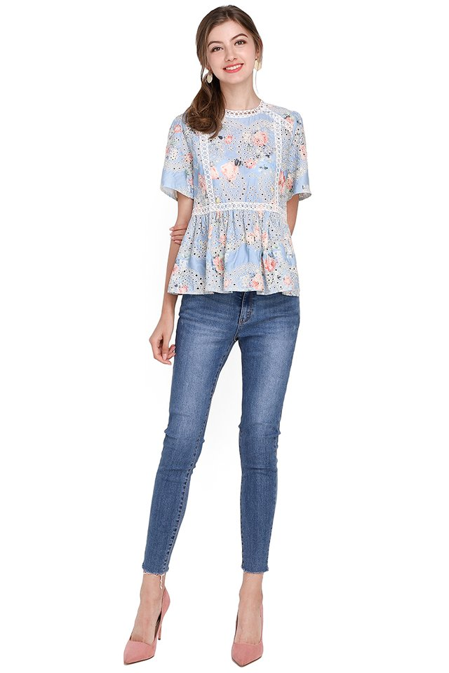 Dreamy Affair Top In Sky Florals