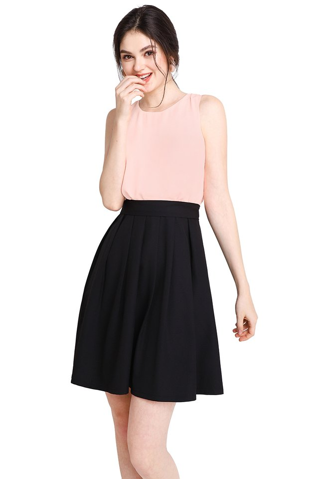 Colour Harmony Dress In Peach Black