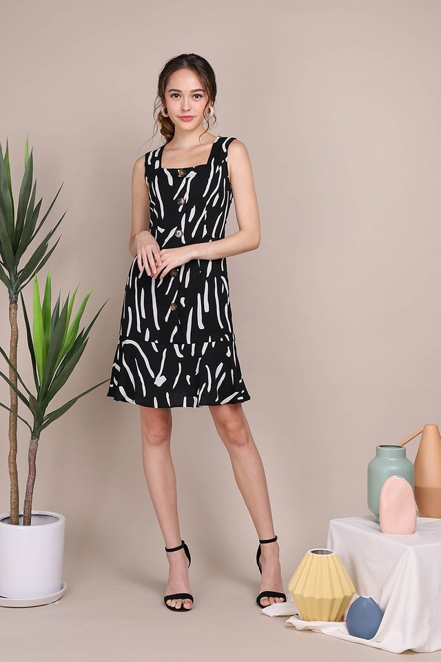 Artistic Charm Dress In Black Prints