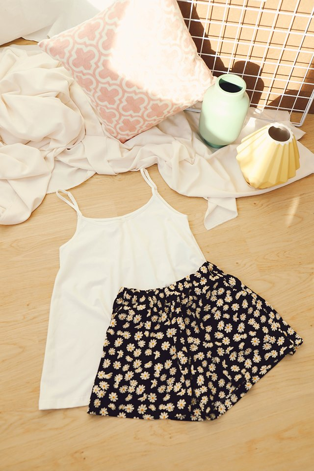 Summer Daisies Set In Classic White