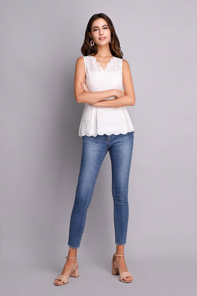 Dainty Reverie Top In Classic White
