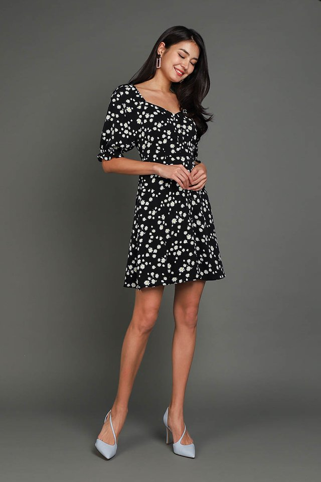 Pocketful Of Daisies Dress In Classic Black