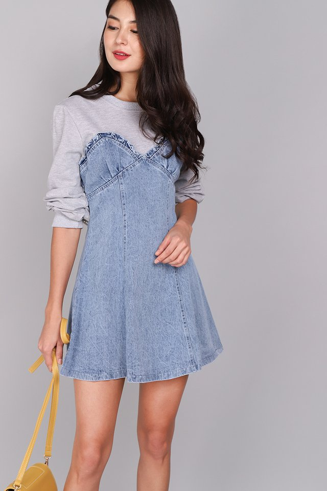 Chic Approach Dress In Light Wash