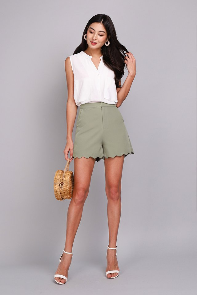 Riding The Waves Shorts In Pistachio