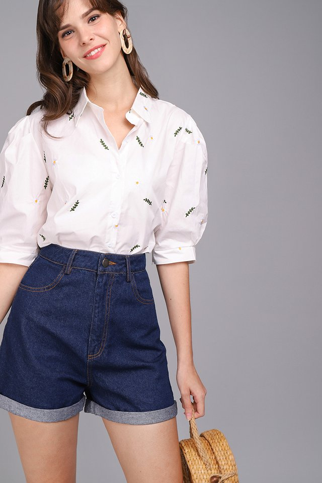 Field Of Daisies Top In Classic White