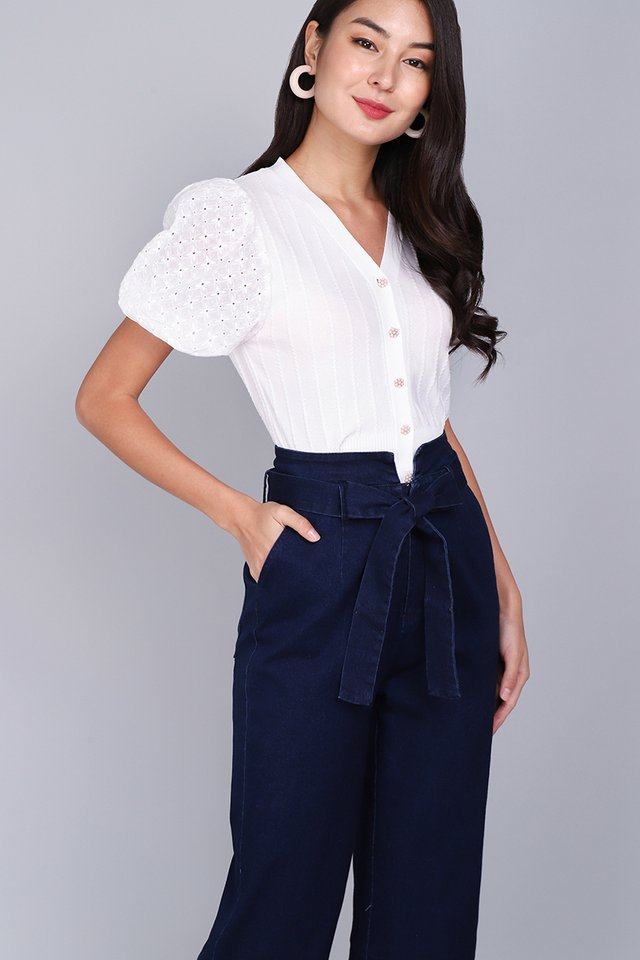 Adoring Heart Top In Classic White
