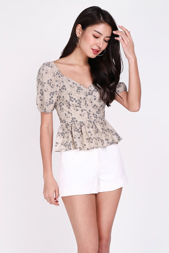 Sweet Little Things Top In Taupe Florals