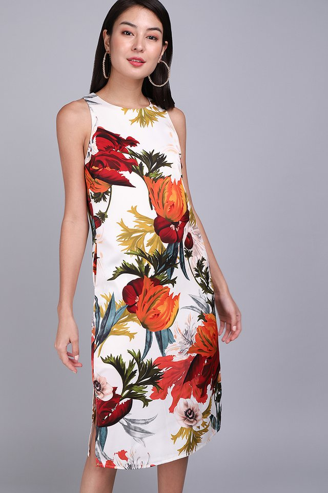 Dramatic Flair Dress In Bold Florals