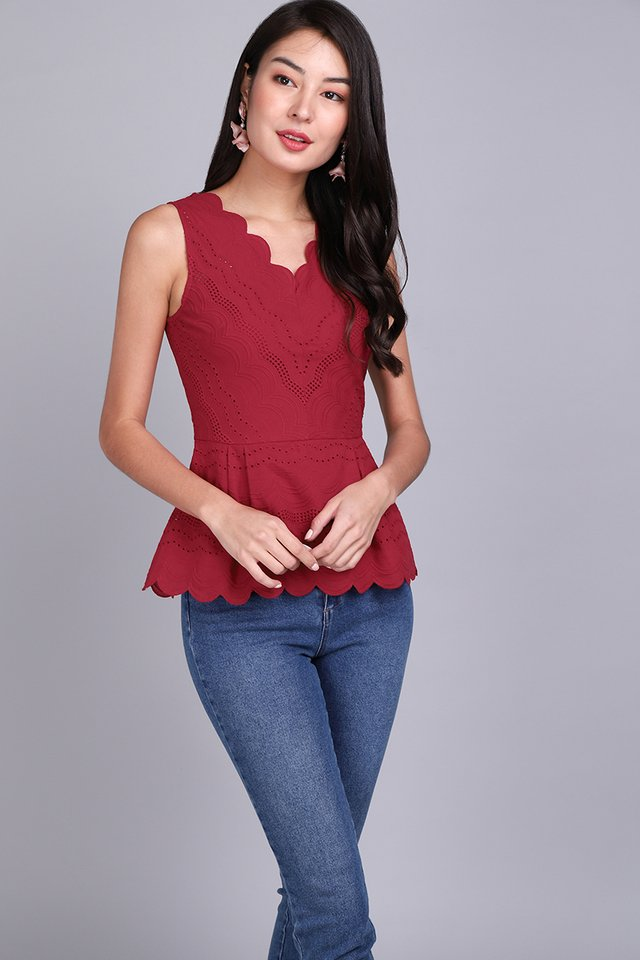 Dainty Reverie Top In Wine Red